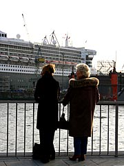 Queen Mary im Hamburger Hafen
